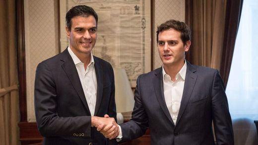 Rivera acepta buscar acuerdos de regeneración con el PSOE mientras negocia con el PP en lo económico