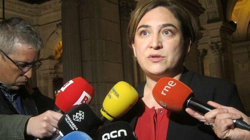 Todos contra Ada Colau: la alcaldesa de Barcelona, víctima de su apoyo al referéndum