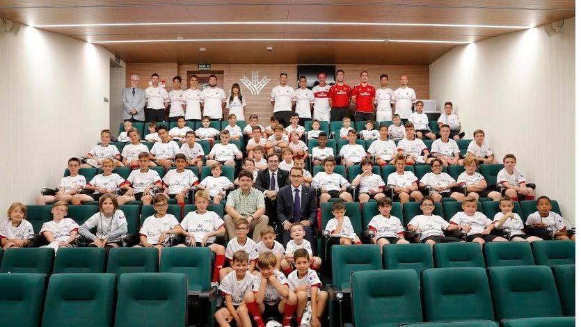 Sesenta niños disfrutaron en Albacete del Campus de Fútbol que organizó el mítico AC Milan con apoyo de Globalcaja