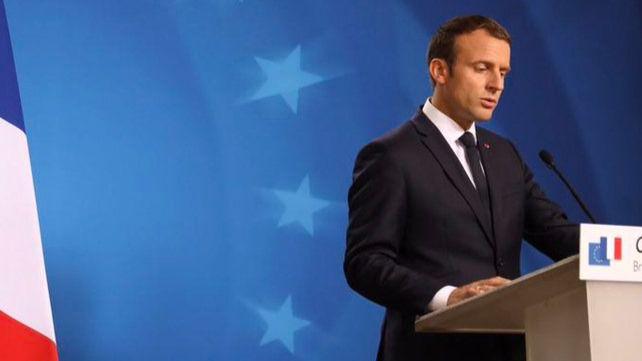 Macron, crecido, planteará un referéndum para la reforma de la República francesa