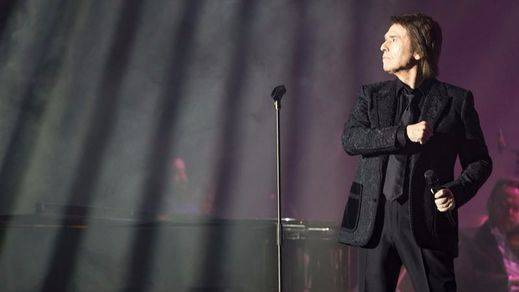 Una laringitis obliga a Raphael a suspender su concierto de este jueves 6 en Madrid