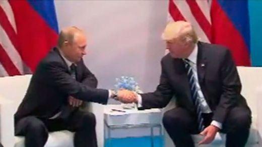 Cordialidad entre Trump y Putin en medio de la investigación sobre la influencia rusa en las elecciones de EEUU