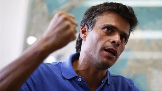 Leopoldo López sale de prisión por