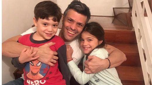 Leopoldo López se reúne con sus hijos y llama a