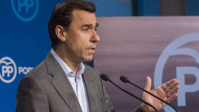 Maíllo acusa al PSOE de querer 'dinamitar la propia Constitución' con su propuesta de reforma