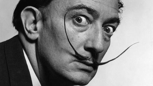 Llega la exhumación de Dalí, que divide opiniones en España