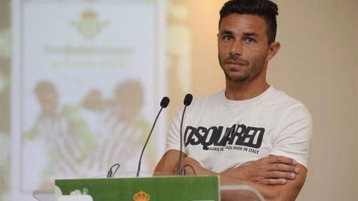 El bético Rubén Castro, absuelto de los delitos de maltrato a su ex novia
