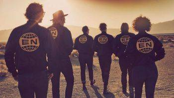 'Everything now' de Arcade Fire: el primer resbalón serio de su discografía