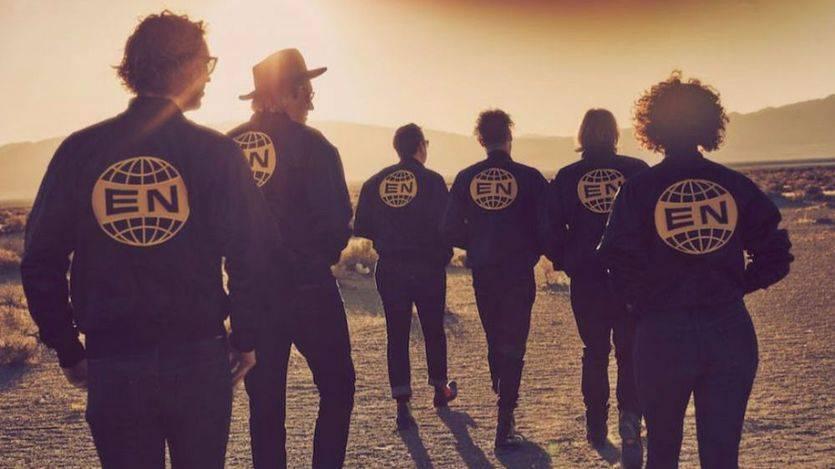 'Everything now' de Arcade Fire: el primer resbalón serio de su discografía