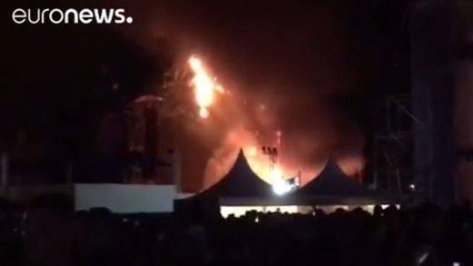 Espectacular incendio en el festival Tomorrowland de Barcelona que obliga a desalojar a 22.000 personas
