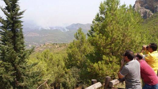 Se refuerzan todos los medios para el gravísimo incendio de Yeste, que sigue sin controlar cinco días después