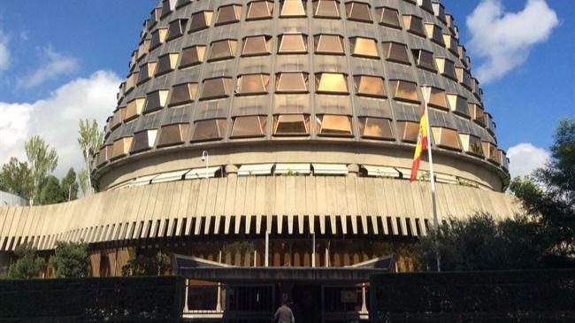 El Govern catalán sí cree en la Constitución... para recurrir al Tribunal Constitucional la paralización de su reforma del Parlament