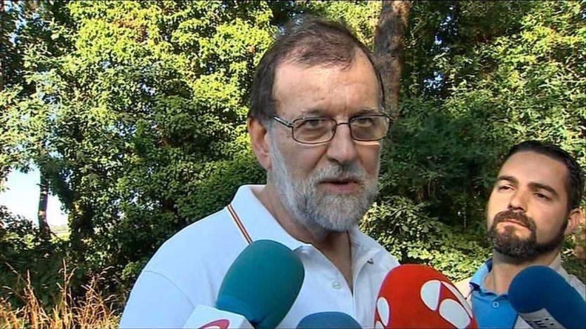 Rajoy atiende a la prensa en plenas vacaciones para celebrar los datos del paro y advertir a Cataluña y Venezuela