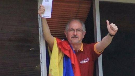 El opositor venezolano Antonio Ledezma vuelve a arresto domiciliario en medio del caos