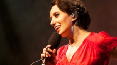 Luz Casal, artista y solidaria, organiza e ilumina un Festival de la Luz con una pléyade de artistas