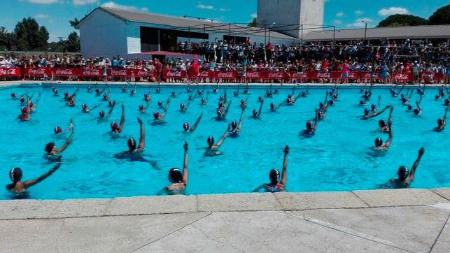 Coto de Puenteviejo (Ávila) bate a Canadá en el récord 'Guinness' de Natación Sincronizada
