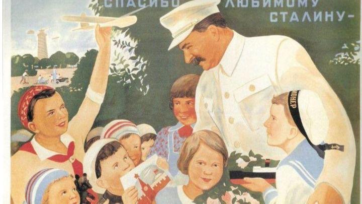 Discutible ocurrencia del PP de Madrid: comparar a Carmena con Stalin por 'adoctrinar' con libros a recién nacidos