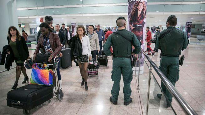 Los controladores vuelven a rechazar la última oferta en el aeropuerto de El Prat y la Guardia Civil les sustituirá a partir de este lunes