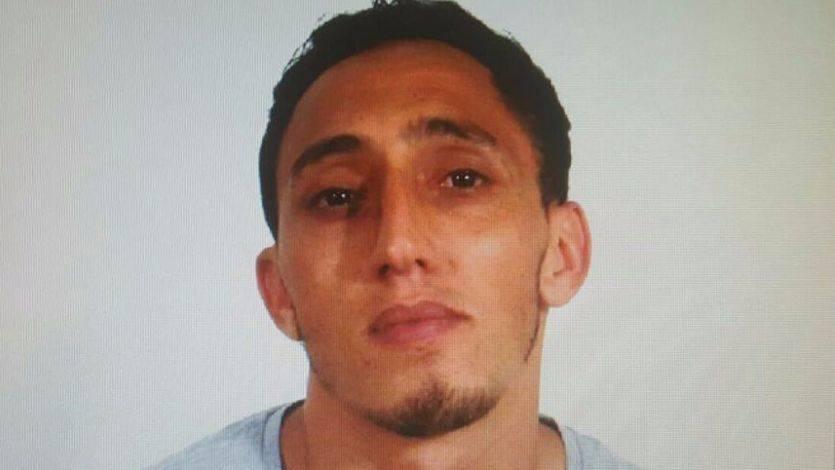 El hermano del terrorista detenido, residente en Ripoll, se persona en comisaría y asegura que éste le ha robado la documentación y suplantado