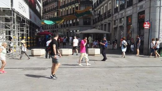 Madrid se blinda más instalando bolardos y maceteros en las principales calles de la capital