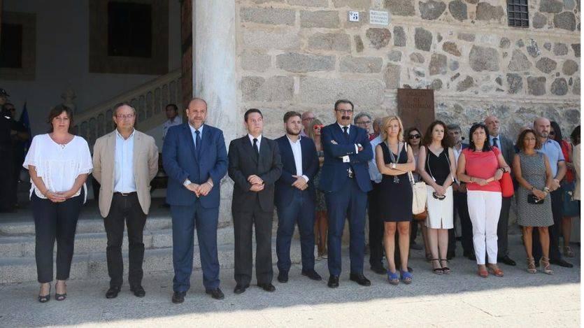 Emotivo minuto de silencio del Ejecutivo frente a la 'sinrazón' del atentado terrorista de Barcelona