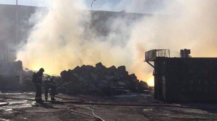 El incendio en una nave industrial de Fuenlabrada que ha provocado una nube de humo tóxico