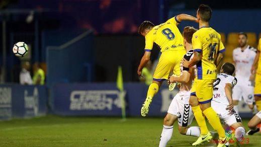 Un detalle decide en Alcorcón un partido que el Alba no mereció perder (1-0)
