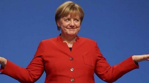 Neonazis lanzan un tomate a Merkel en pleno mitin electoral