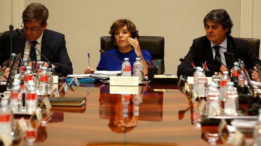 La vicepresidenta del Gobierno, ministra de la Presidencia y para las Administraciones Territoriales, Soraya Sáenz de Santamaría, preside la reunión de la Comisión de Secretarios de Estado y Subsecretarios.