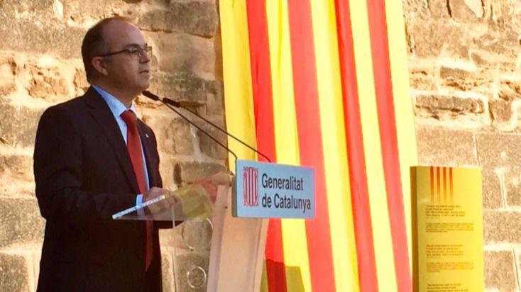 Conseller de Presidencia y portavoz del Govern, Jordi Turull, y papeleta del referéndum de Cataluña