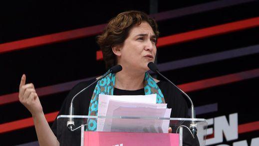 Ada Colau, el muro que paraliza a los independentistas, presionada para que abra los colegios electorales el 1-O