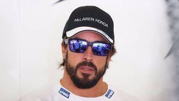 Ecclestone avanza que Alonso continuará en McLaren tras lograr los motores Renault
