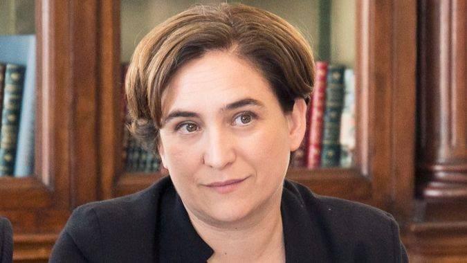 La Generalitat amenaza con arrebatar a Ada Colau el control de los colegios electorales de Barcelona