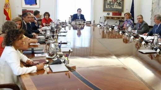 El Consejo de Ministros aprobará hoy medidas para que no se destine más dinero público al referéndum