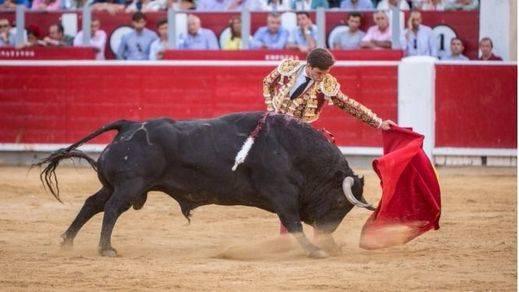 Talavante torea, Cayetano lo intenta y El Juli triunfa con un pésimo encierro de Daniel Ruiz