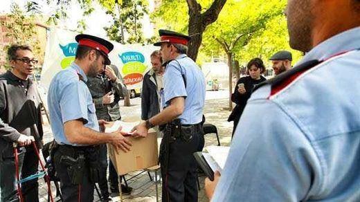 La Fiscalía ordena a los Mossos precintar los colegios electorales del 1-O