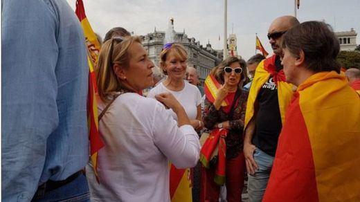 Esperanza Aguirre reaparece en la manifestación de Cibeles en la que se coreaba el 'Cara al Sol'