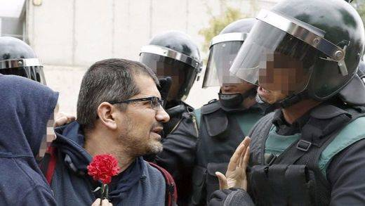 Los vídeos e imágenes más brutales del referéndum en Cataluña