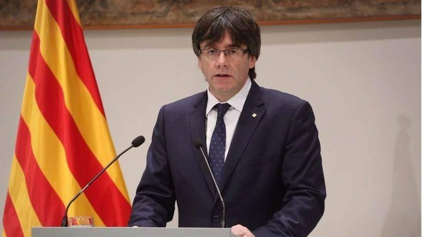 Puigdemont exige la retirada de policías y guardias civiles tras 'la jornada de violencia gratuita'