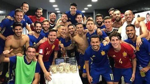 La Roja consigue ir a su undécimo Mundial consecutivo tras el fácil 3-0 a Albania