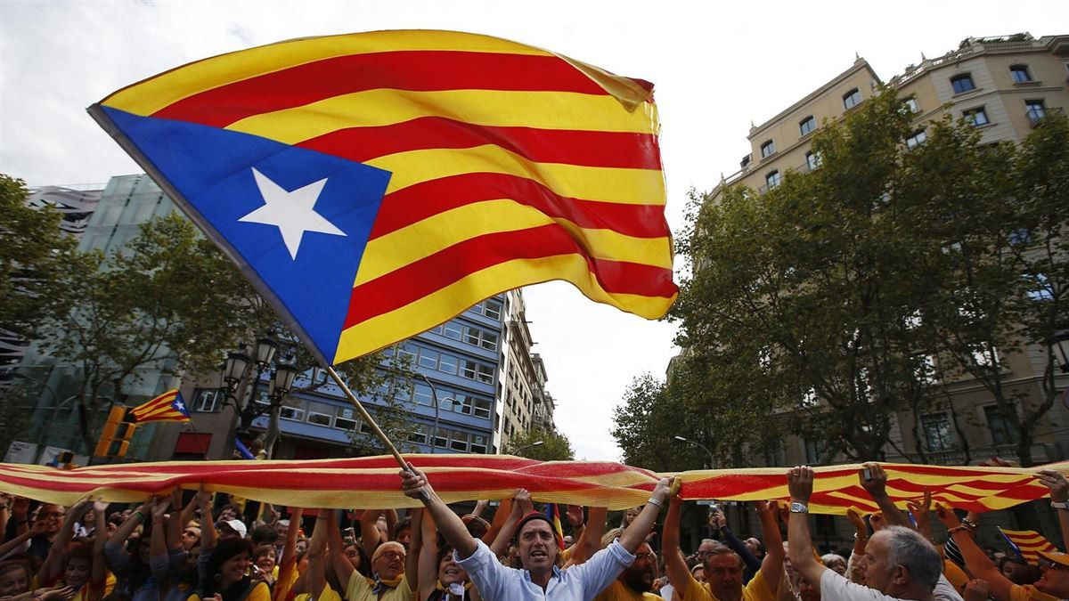 Independentistas y contrarios a la declaración unilateral chocarán frente al Parlament