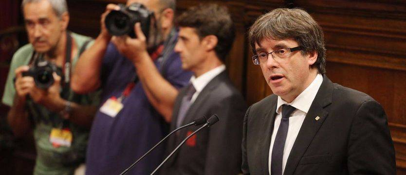 Puigdemont declara la independencia de Cataluña y, acto seguido, la suspende para negociar con el Estado