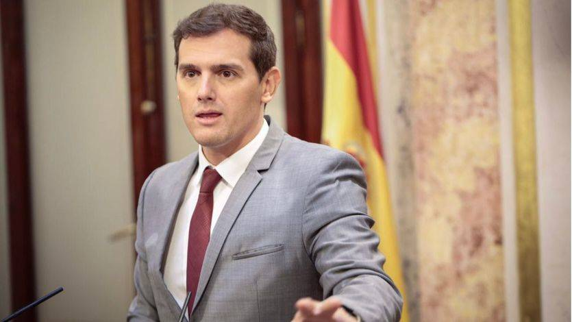 Rivera señala que Puigdemont ha dado un 'golpe debilitado' e insiste en aplicar el artículo 155