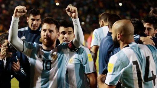 Argentina se cuela en el Mundial in extremis gracias a 3 goles de Messi