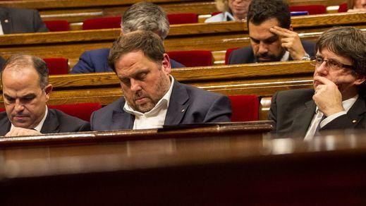 La Generalitat trata de frenar la fuga de depósitos admitiendo que no podrá materializar la independencia a corto plazo