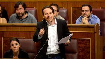 Iglesias lamenta la dinámica epistolar entre Rajoy y Puigdemont:
