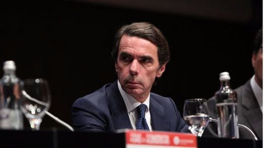 Aznar echa en cara a Rajoy su silencio por entenderse como