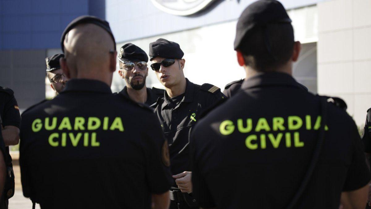 Detenido un joven que propinó una patada en la cabeza a un guardia civil el 1-O