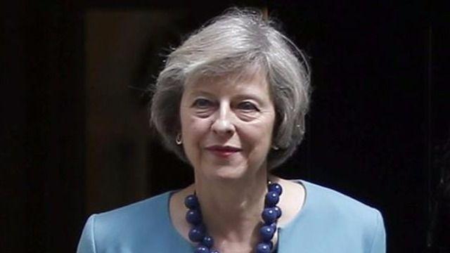 May se arrastra en Europa para pedir un Brexit que pueda 'vender' a los británicos