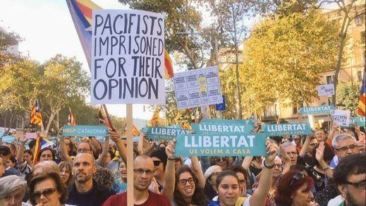 Multitudinaria manifestación en Barcelona por la libertad de los 'Jordis' y contra el 155